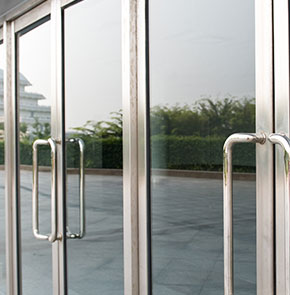 aluminium of stalen deur
