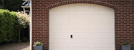 garagedeur van staal, pvc of hout?